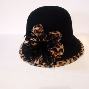 Magid Hats 1920 Style Leapard trim feather.
